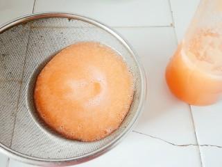 胡萝卜香肠卷,过滤一下杂质