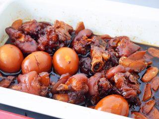猪脚姜,炖煮猪脚用筷子一插就过即可,也可根据自己的口味调整炖煮的时间,想软烂一点就炖久点