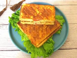 鸡脯肉沙拉三明治,成品图
