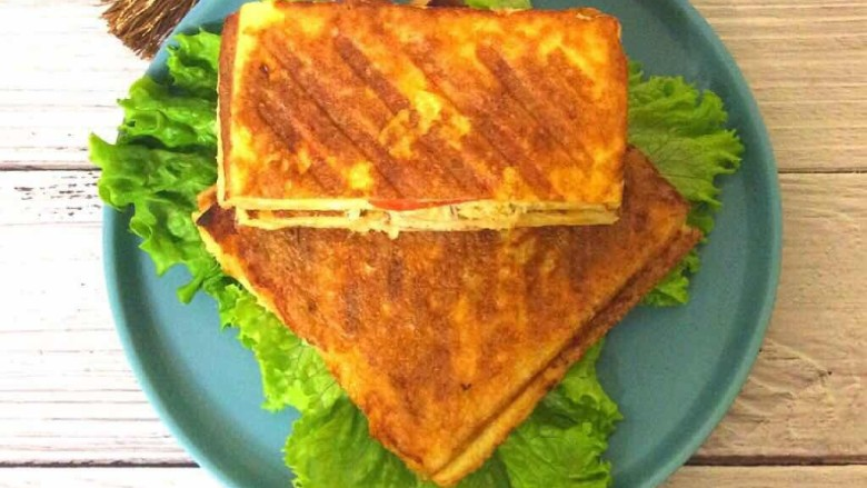 鸡脯肉沙拉三明治,清香美味的三明治好吃哦