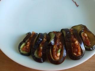 肉末蒸茄子 新文美食,做好了摆放盘中。