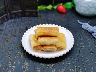 快手早餐~少油版香煎肉松春卷,快手早餐~搭配一杯牛奶,营养美味。