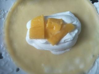 芒果班戟,放上芒果粒