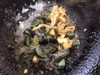 上汤豌豆苗,再加入肉丝。