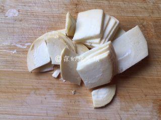 什锦炒素,冬笋切片。