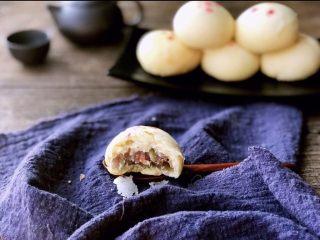 白皮酥,吃一口尝尝,酥香可口,我做的五仁豆沙两种馅料。