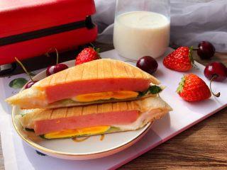 快手三明治,也可以对半切开,这样更好看。