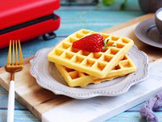 香草味水果华夫饼,香甜美味营养丰富,口感绵软的华夫饼漂亮吧!
