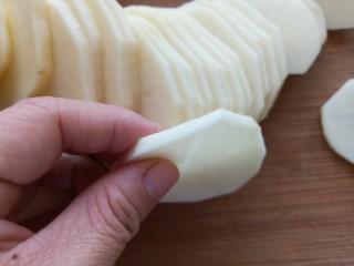 香辣孜然土豆片烤箱版,土豆切片