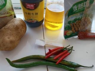 香辣孜然土豆片烤箱版,准备原料