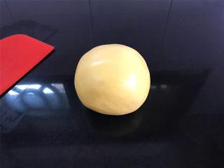 红豆沙南瓜小圆子,揉成软硬合适,光滑不粘手的糯米粉团。