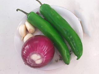 尖椒烧豆泡,准备食材