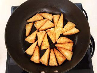 尖椒烧豆泡,全程小火煎制,煎至两面金黄即可