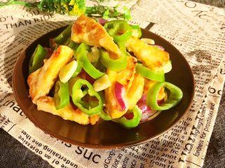 尖椒烧豆泡,尖椒烧豆泡是一道素菜,底油少盐,营养丰富~