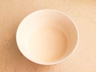 尖椒烧豆泡,加入70ml冷水,调成水淀粉