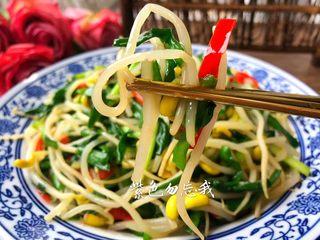 豆芽炒韭菜,好吃的豆芽炒韭菜做好了,你喜欢吗?清理肠道,杀菌消炎,最适合这个季节食用。