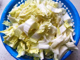 豆豉白菜酱油肉,白菜洗净之后切成段