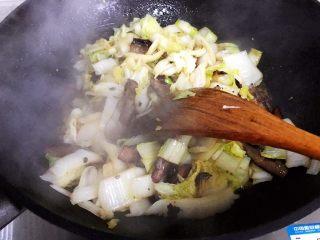豆豉白菜酱油肉,翻炒均匀