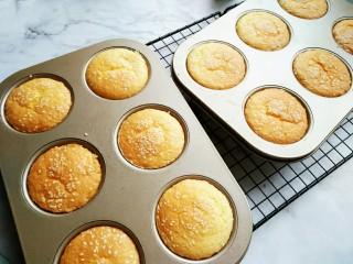 脆皮小蛋糕,165°烤20分钟即可。