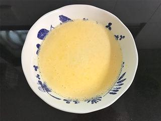香橙煎饼,拌好的面糊呈浓稠的流线面糊状态。