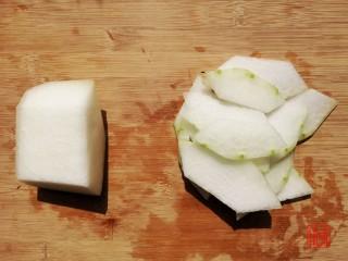 山药猪脚汤,充值你的胶原蛋白,冬瓜去皮切片。