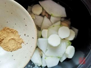 山药猪脚汤,充值你的胶原蛋白,加入十三香。