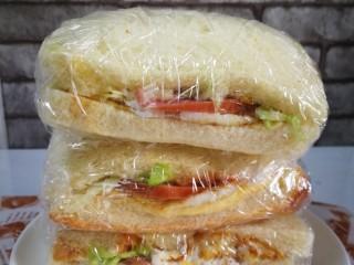 三明治~快手早餐,保鲜膜包住