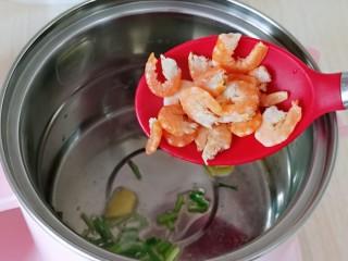 虾干海带冬瓜汤,再加入泡好的虾干翻炒。
