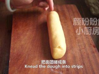 一根香蕉,一碗糯米粉,一块地瓜,就能做出美味的红薯香蕉糯米饼,把面团搓成长条