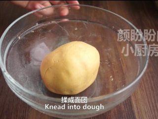 一根香蕉,一碗糯米粉,一块地瓜,就能做出美味的红薯香蕉糯米饼,揉成面团