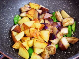 地三鲜(少油版),加入土豆