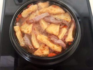 牛柳炖豆泡,烧开后调匀