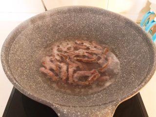 牛柳炖豆泡,水开后焯2分钟