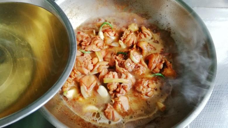 大盘鸡,加入热水,不落过食材为好