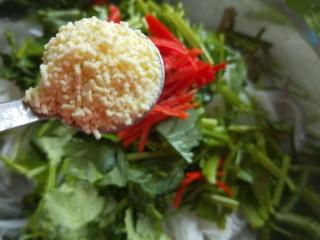 白萝卜香辣凉拌菜   新文美食,一勺鸡精。