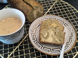 抹茶大理石磅蛋糕,悠闲生活。冰冰凉凉的磅蛋糕,配上一杯温热的咖啡OK的。