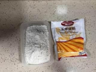 芝士爆浆仙豆糕,准备好低筋面粉、玉米淀粉