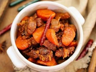 红焖羊肉,可以美美地享用啦。