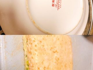 鲜虾莲藕蒸糕,上锅大火蒸20分钟后,关火焖5分钟即可出锅,出锅后冷却脱模,撕去硅油纸!