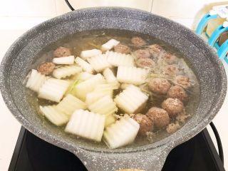 清炖冬瓜牛肉丸,加入冬瓜块