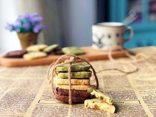 黄油饼干,出炉后放在晾网上晾凉后再密封保存,不要放冰箱,常温即可。