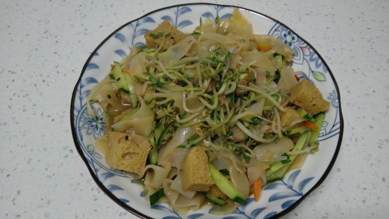 绿豆芽炒凉皮
