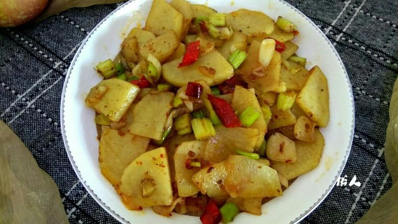 麻辣土豆片,盛盘