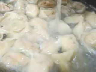 营养早餐【干拌红油抄手】,期间可以添加一次清水。