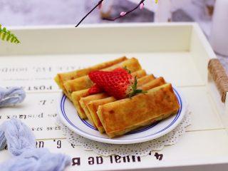 土豆丝红椒煎春卷,香酥可口又好吃的春卷出锅咯。