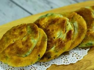 葱油饼的简易做法,咸香酥脆太好吃了