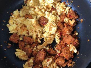 渣广椒炒鸡蛋,多炒炒,一加热就碎了