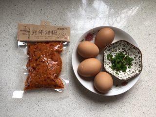 渣广椒炒鸡蛋,渣广椒(渣辣椒)是从老家带过来的,某宝有售