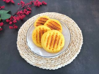 香甜松软玉米饼,成品,个个都完美,特别松软好吃.