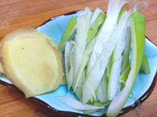 耗油木耳炒白菜,备好葱姜